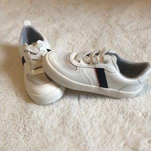 NEW WO 🏷 old navy toddler sneaker